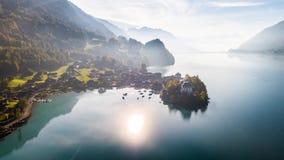 Turquesa Iseltwald Suiza 4k aéreo de Brienz del lago Sun almacen de metraje de vídeo