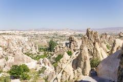 Turquia, Cappadocia Penhascos com as cavernas no museu do ar livre de Goreme Imagens de Stock