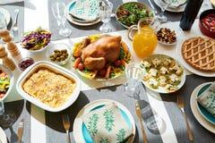 Turquia deliciosa na tabela de jantar fotos de stock