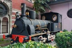 TURQUIA, ISTAMBUL - 6 DE NOVEMBRO DE 2013: A locomotiva de vapor velha TCDD 2251 foi construída em 1874 imagens de stock