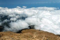 Turquia Montagem Tahtali O cabo aéreo entra nas nuvens Fotos de Stock Royalty Free