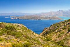 Mirabello fjärd med den Spinalonga ön Royaltyfri Fotografi