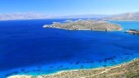 Turquise vatten av den Mirabello fjärden på Crete lager videofilmer