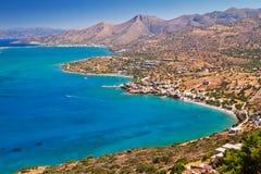 Turquise Wasser des Mirabello Schachtes auf Kreta Lizenzfreie Stockfotos