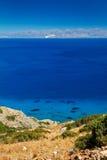 Turquise Wasser des Mirabello Schachtes auf Kreta Stockfotos