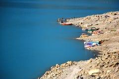 Turquoise bleue de lac Attabad au Pakistan images libres de droits
