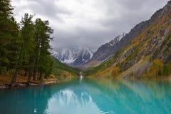 Turquoise lake and mountains. Royalty Free Stock Photos