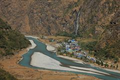 Turquoise Marsyangdi river and village Tal Royalty Free Stock Image