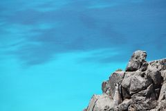 Turquoise ocean, beautiful cliff and white sand beach Royalty Free Stock Photos