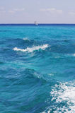 Turquoise ocean waves Royalty Free Stock Photography