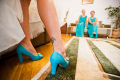 Turquoise shoes on tatoo legs of bride Stock Image