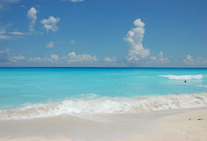 Turquoise water against blue sky. In Cancun, Mexico Royalty Free Stock Photography