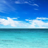 Turquoise water of the ocean and blue sky Royalty Free Stock Photos