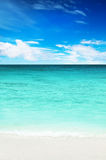 Turquoise water of the ocean and blue sky Royalty Free Stock Photography