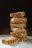 Turrón con las semillas y los cacahuetes de sésamo Fotografía de archivo libre de regalías
