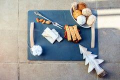 Turron, mantecados y polvorones, dulces españoles típicos de la Navidad Imagenes de archivo