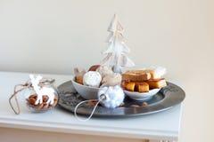 Turron, mantecados y polvorones, dulces españoles típicos de la Navidad Imagen de archivo