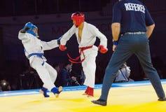 Tursunov S (Vermelho) contra Sagyn K (Azul) Imagens de Stock Royalty Free