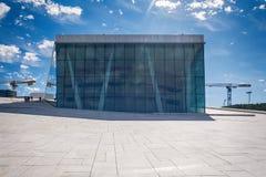 Turyści bada Oslo operę, Norwegia Obraz Royalty Free