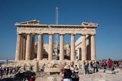 Turyści bierze obrazki przy Parthenon na akropolu w Ateny fotografia royalty free