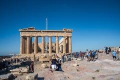 Turyści bierze obrazki przy Parthenon na akropolu w Ateny zdjęcie stock