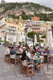 Turyści blisko małego schronienia Positano Obraz Royalty Free