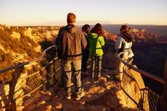 Turyści cieszą się zmierzch od Cesarskiego punktu Obraz Stock