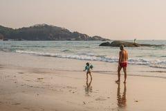 Turyści cieszy się i relaksuje przy Agonda plażą Goa/India Obraz Royalty Free