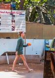 Turyści cieszy się i relaksuje przy Agonda plażą Goa/India Obrazy Royalty Free