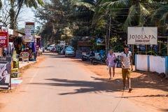 Turyści cieszy się i relaksuje przy Agonda plażą Goa/India Zdjęcia Royalty Free