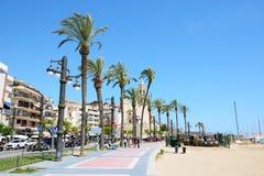 Turyści enjoiying ich wakacje przy nadbrzeżem Fotografia Stock