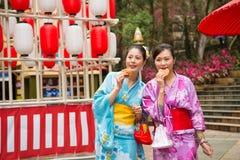 Turyści iść Japan uczestniczą festiwale zdjęcia stock
