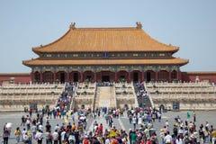 Turyści iść w Niedozwolonego miasto obraz royalty free