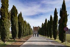 Turyści iść widzieć opactwo San Galgano obraz stock