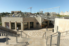 Turyści i miejscowi przy Jerozolima Mamilla zakupy ulicą obraz stock