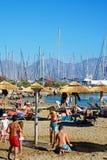 Turyści na Agios Nikolaos plaży, Crete Zdjęcia Stock