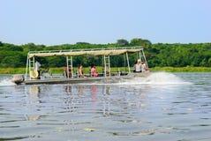 Turyści na Białej Nil rzece w Uganda Zdjęcia Stock