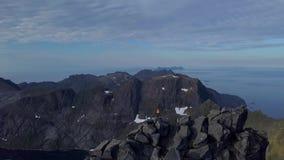 Turyści na górze góry zdjęcie wideo