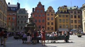 Turyści na kwadracie przed Nobel muzeum w Stocholm Czasu upływ zdjęcie wideo
