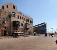 Turyści na nabrzeżu przy sławnym Starym portem Jaffa w Te Obraz Royalty Free