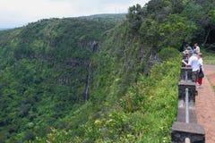 Turyści na obserwacja pokładzie w parkowym ` jarze Czarny Rzeczny ` Mauritius Obraz Royalty Free
