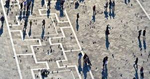 Turyści na San Marco kwadrata kastingu tęsk cienie Zdjęcie Stock