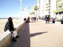 Turyści na seashore zdjęcia royalty free