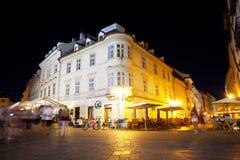 Turyści odpoczynek w wieczór w kawiarni i restauracjach Obraz Royalty Free