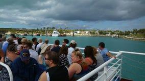 Turyści odwiedza Bahamas przez ferryboat, Bahamas zbiory
