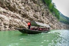 Turyści podróżuje czółnem Fotografia Royalty Free