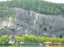 Turyści podróżuje Longmen groty Obrazy Stock