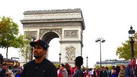 Turyści przy łukiem Triumph w Paryż zdjęcie wideo