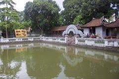 Turyści przy świątynią literatura Zdjęcia Royalty Free