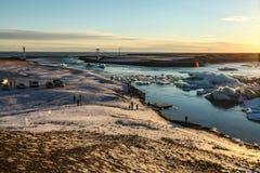 Turyści przy Jokulsarlon laguną, Iceland Zdjęcia Royalty Free